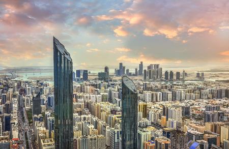 Ansicht der Stadt Abu Dhabi, Vereinigte Arabische Emirate bei Sonnenuntergang