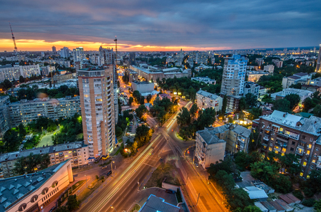 Kiev City - the Capital of Ukraine. Night View panorama Foto de archivo - 104496188