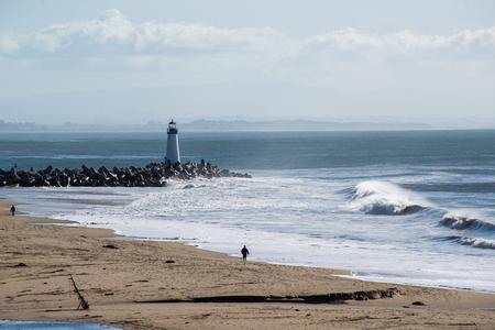 Santa Cruz Breakwater Lighthouse in Santa Cruz, California at sunset 版權商用圖片