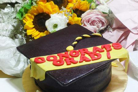 卒業帽子形ケーキ