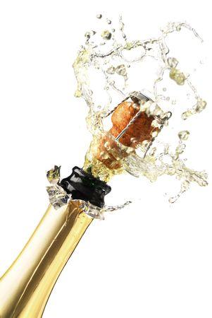 botella champagne: Close-up extrema de explosi�n de corcho de botella de champagne