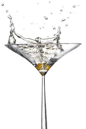 copa de martini: Presentaci�n hecha por hundiendo un oliva en un martini