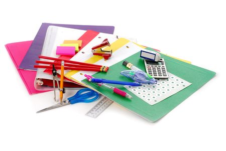 utiles escolares: Vuelta a la escuela proporciona estudio aislado sobre fondo blanco Foto de archivo