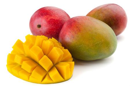 mango fruta: Imagen de Close-up extrema de estudio de la fruta de mango aislado en blanco