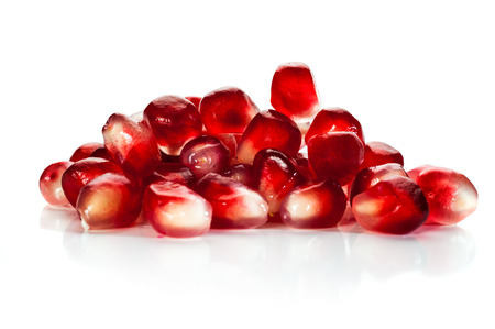 comidas saludables: Close-up image of pomegranate seeds on white background