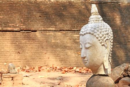 cabeza de buda: Buddha head broken