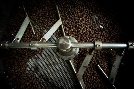 ロースト マシンのコーヒー豆、アラビカ焙煎コーヒー、色ビンテージ スタイルです。タイ
