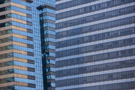 近代建築は、ミラー窓の反射でクローズ アップ。バンコク タイ