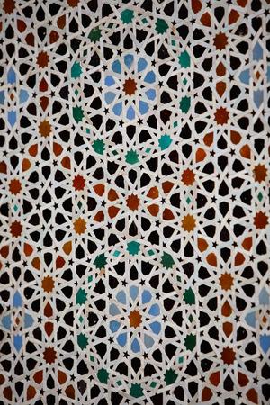 ハッサン II モスク古い壁の装飾的な詳細は、カサブランカ、モロッコ、アフリカの美しいモザイクで飾られました。 写真素材