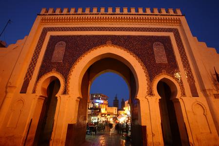 夜の時間、バブの坊 Jeloud 門 (青いゲート) - フェズ、モロッコ、アフリカ詳細