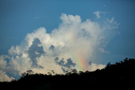 山脈熱帯雨林に虹と雲の日没時間がタイの南部 写真素材