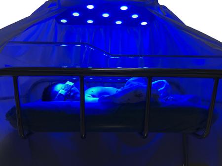 Newborn baby receiving UV phototherapy for jaundice Stok Fotoğraf