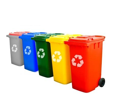 trash basket: Coloridos papeleras de reciclaje aislados  Foto de archivo