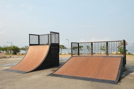 rámpa: Jó skate és egyéb sportok parkban puplic park Stock fotó