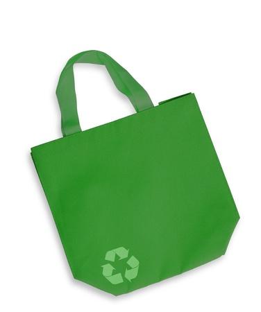 reusable: Borsa in tessuto di colore verde con il segno riciclare isolato, il percorso di clipping