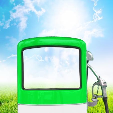 bomba de gasolina: La gasolina bomba concepto de la ecolog�a Foto de archivo