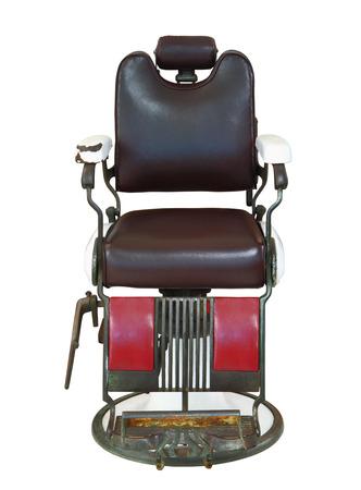 peluquero: Vista frontal de la silla de barbero antigua aislado en el fondo blanco, camino de recortes.