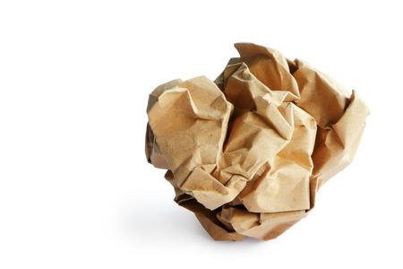 Recicle la basura de papel aislada en el fondo blanco, camino de recortes. Foto de archivo