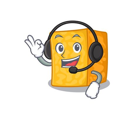 Smiley colby jack cheese cartoon character design wearing headphone Imagens - 138460072