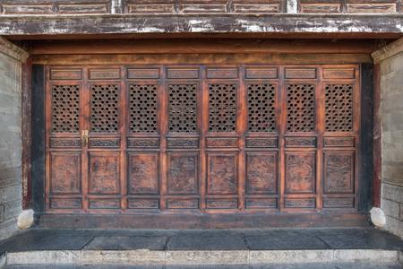 portones de madera: Puertas de madera de estilo chino