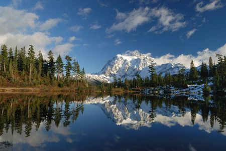 picture lake and mount shuksan Stock Photo - 3106734