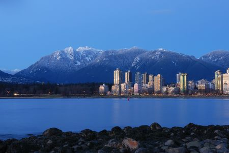 inlet bay: downtown vancouver and grouse mountain