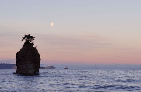 stanley: siwash rock and moonset, stanley park, vancouver Stock Photo