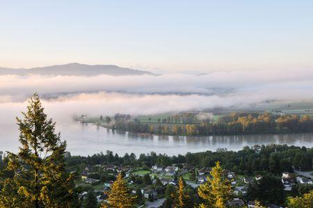 fraser river: Fraser Valley at foggy sunrise, British Columbia, Canada