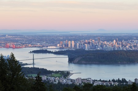 port stanley: Lions Gate Bridge and Downtown Vancouver at sunset Stock Photo