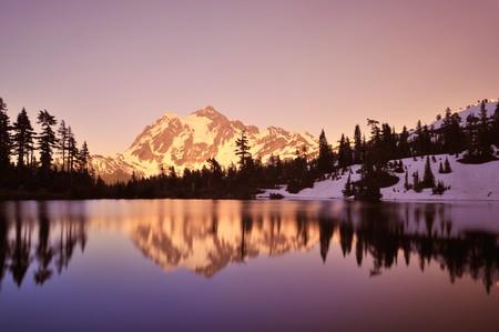 mt シュクサンと画像湖で夕焼け、ベーカー山スノコルミー国立森林