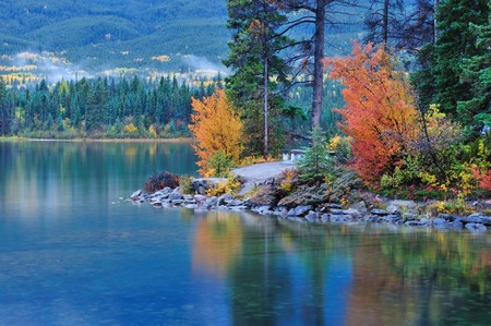 Fall colors in Pyramid Lake, Jasper national park,  Alberta Stock Photo - 8076429