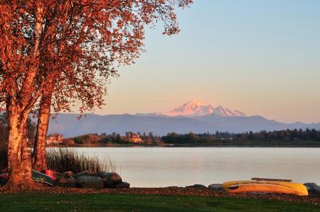 Wijzer meer en Mount Baker in de staat Washington Stockfoto