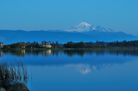 Wiser lake and Mount Baker in Washington State 版權商用圖片