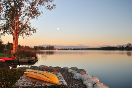Wijzer meer en Mount Baker in de staat Washington Stockfoto - 8182357