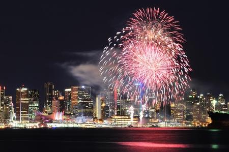 バンクーバーのダウンタウンでのカナダデーのお祝い花火