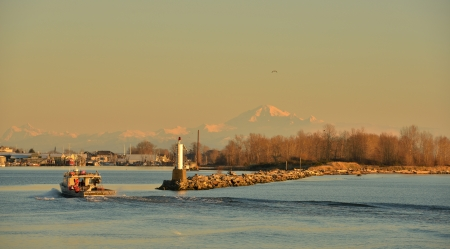 fraser river:  South Arm of the Fraser River at sunset, viewed from Garry Point Park in Richmond