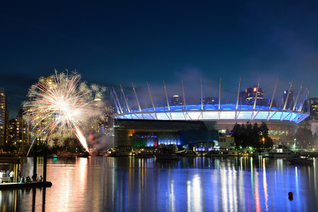 태양의 서커스 (Cirque du Soleil) 불꽃 놀이 쇼와 함께 토요일에 30 일 생일을 축하합니다