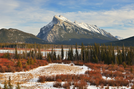 vermilion: Mount Rundle and Vermilion Lakes in winter, Canadian Rockies, Canada Stock Photo