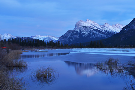 canadian rockies: Mount Rundle and Vermilion Lakes in winter, Canadian Rockies, Canada Stock Photo