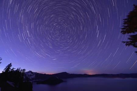 Crater Lake and Star trails, Oregon Фото со стока