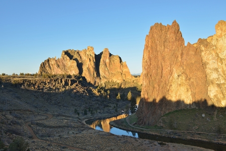 smith rock: Smith Rock and Crooked River at sunrise, Oregon