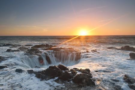 Thor's Well sunset, Cape Perpetua, Oregon Coast Фото со стока