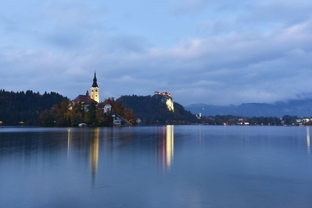 Lake Bled in Autumn Colors, Slovenia, Europe Imagens