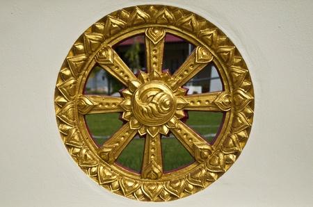 dhamma: ruota del dhamma - un simbolo del Buddismo, Tempio thailandese stile Thailandia