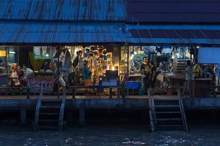 Twilight time at Amphawa floating market, Thailan2