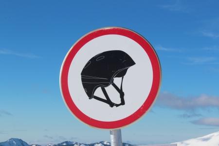 alpen: Helmpflicht beim Boarden in den Alpen Stock Photo