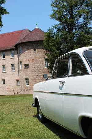 engine bonnet: Oldtimer in front of a castle