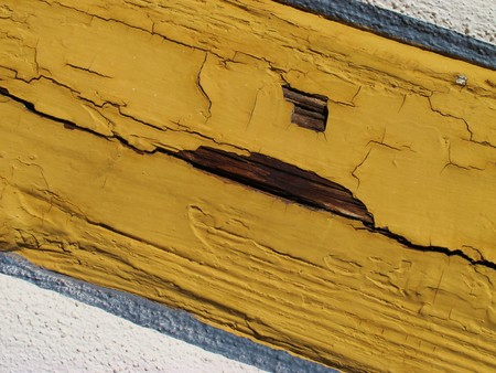 preservatives: Truss with cracks in the paint
