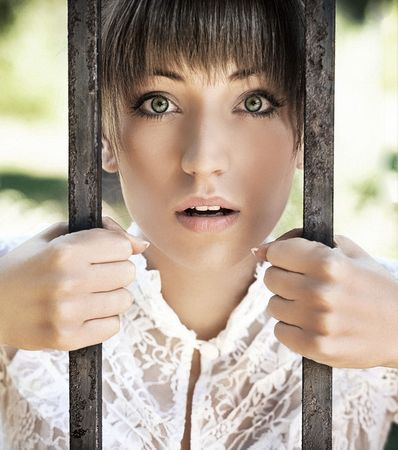 Surprised young women holding a crate Stock Photo - 5899738