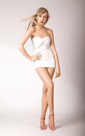 piernas con tacones: Sexy rubia en tacones  Foto de archivo